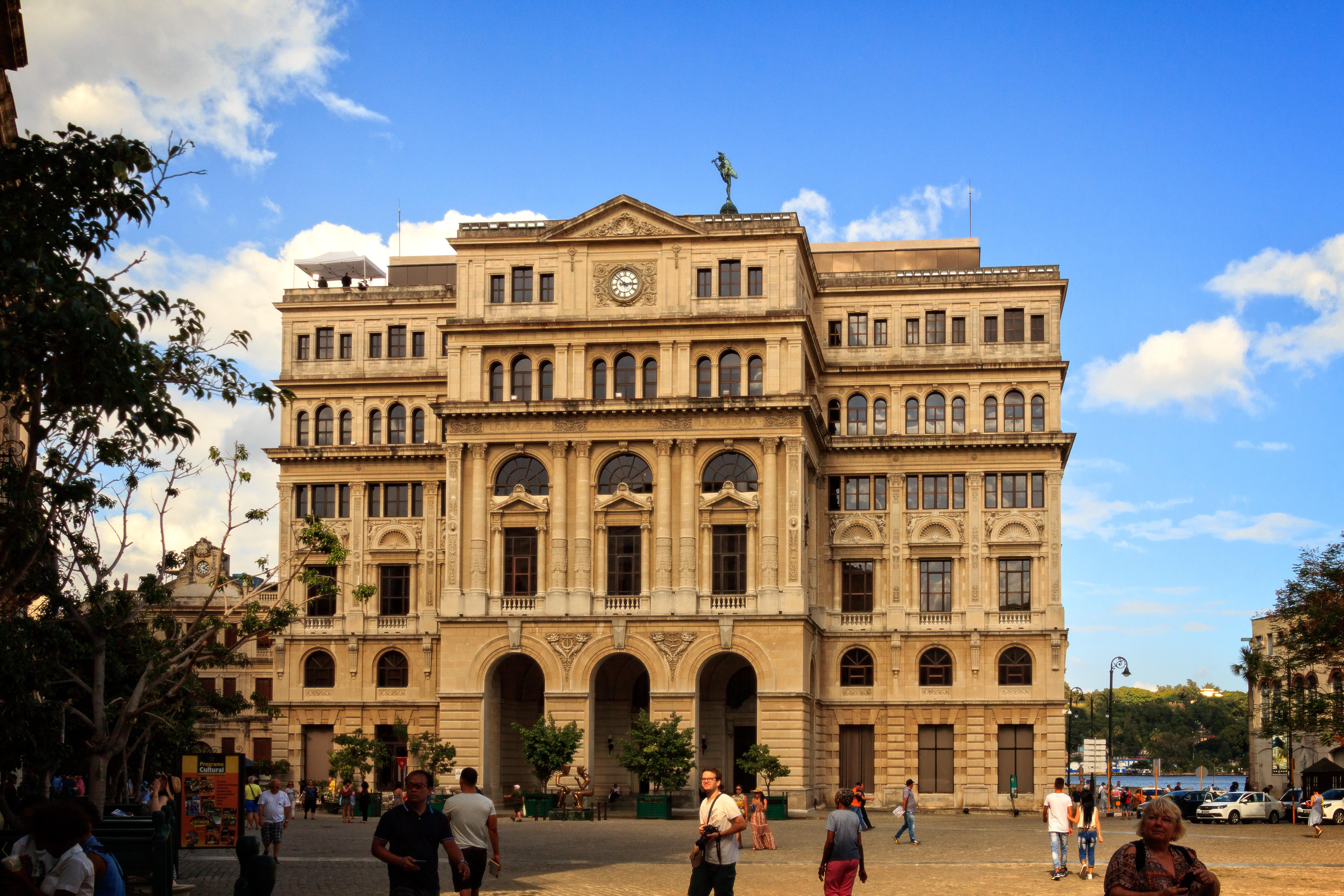 Casas de cambio barcelona stunning la casa de caridad for Oficina triodos madrid